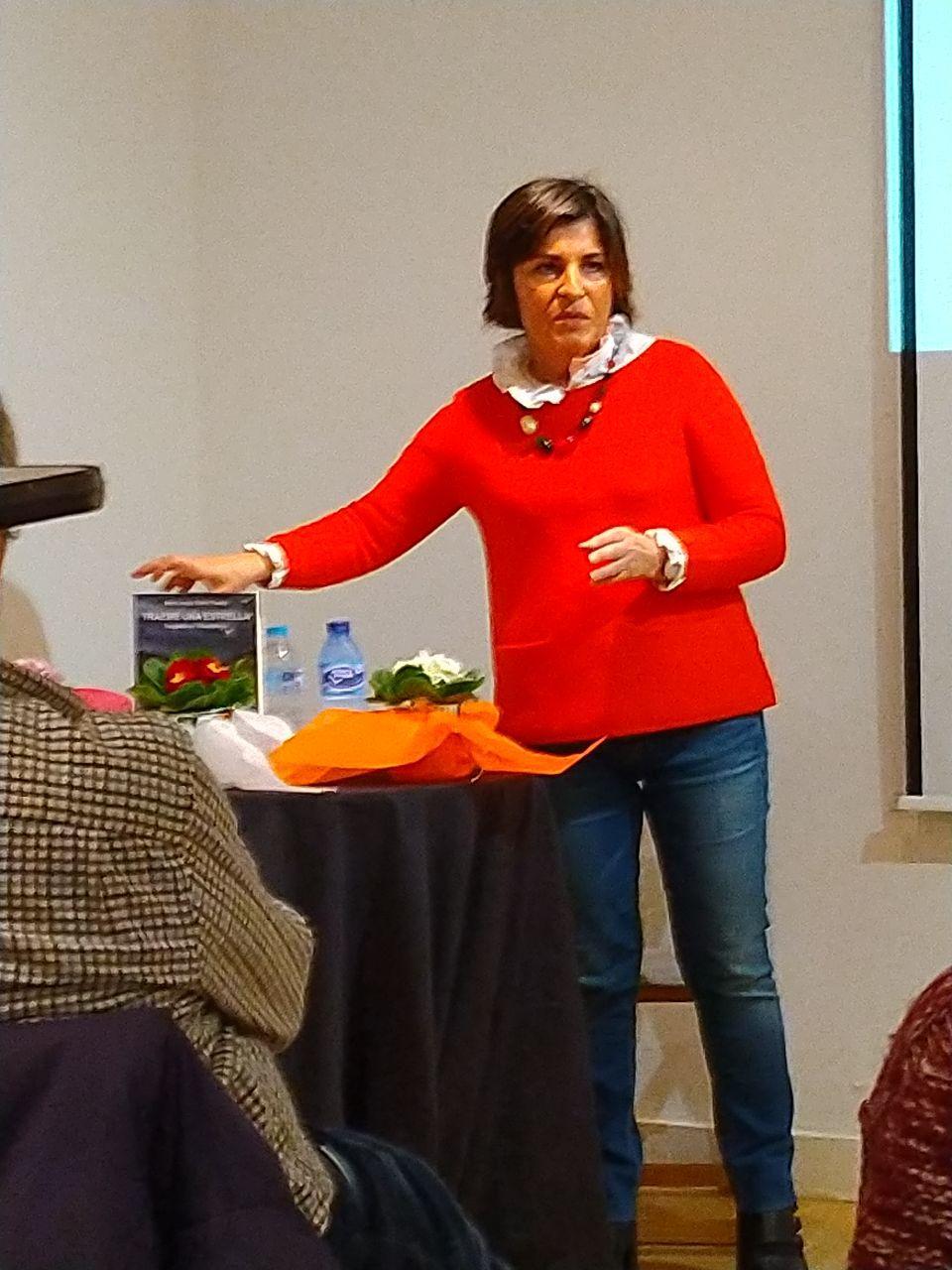 Isabel Fernández presentado el acto.
