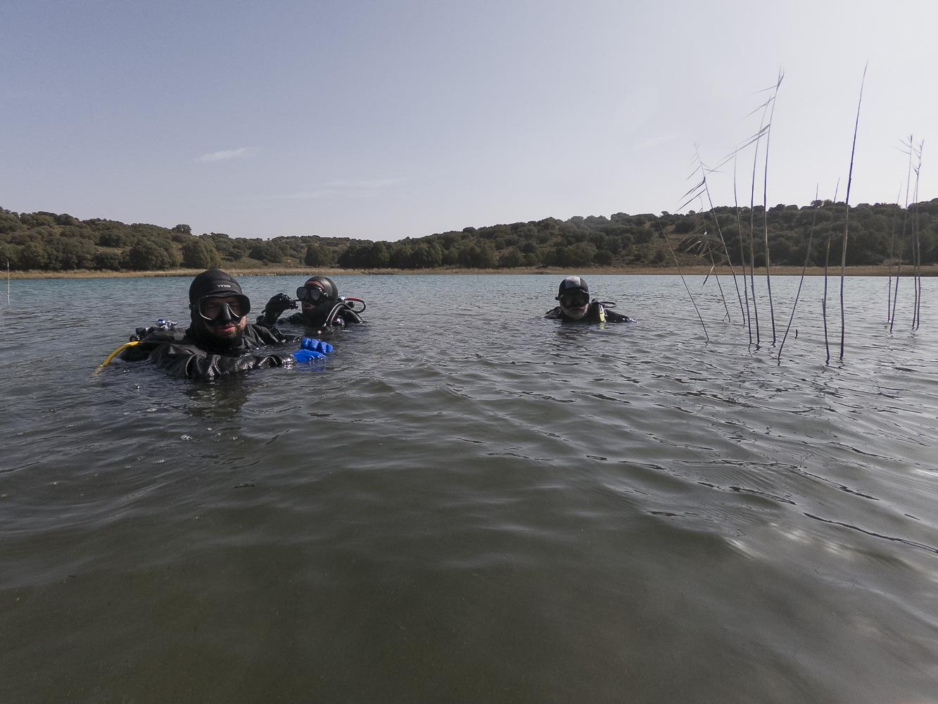 Pilar, Víctor y Javi reunidos en superficie.